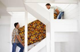 Поднять мебель в квартиру по лестнице
